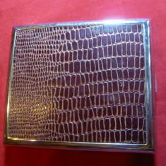 Tabachera Anglia -metal nichelat cu imitatie piele reptila, 9, 5 x7, 5 cm - Tabachera veche