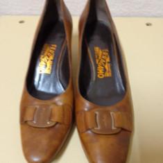 Pantofi piele naturala maro Salvatore Ferragamo - Pantof dama Salvatore Ferragamo, Marime: 37.5, Culoare: Coniac