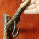 Cuier deosebit din corn de cerb si metal realizat manual