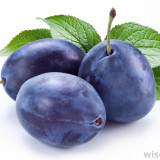 Vand tuica din prune, naturala