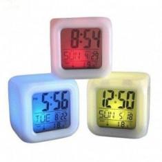 Ceas led - Ceas tip cub multicolor cu schimbare digitala a culorii LED 7 culori