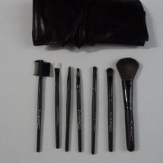 Trusa pensule MAC cu borseta set 7 pensule - Pensula make-up