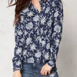 Bluza Only, spate detaliu dantela - art. 15111653 bleumarin floral