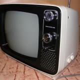 Televizor vechi vintage retro din anii '70 marca Universum alb-negru functional