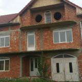Casa de vanzare, 300 mp, Numar camere: 8, Suprafata teren: 1000