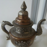 Frumos ceainic din alama si cupru vechi, modele in basorelief, stare perfecta. - Metal/Fonta, Vase
