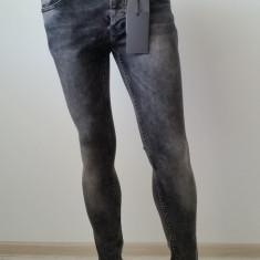 Blugi Jeans Slim Fit DSQUARED BJ-25 - Blugi barbati, Marime: Masura unica, Culoare: Negru