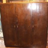 Sifonier din lemn masiv cu yale functionale; Dulap de dormitor - Mobilier, Dupa 1950
